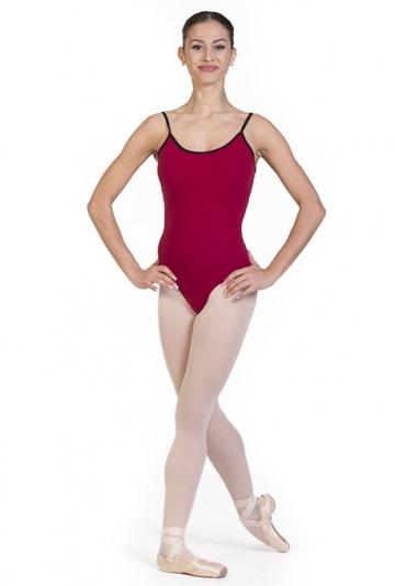 Le corps de ballet avec des sangles