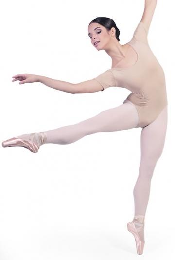 Danse des corps avec des demi-manches B1022
